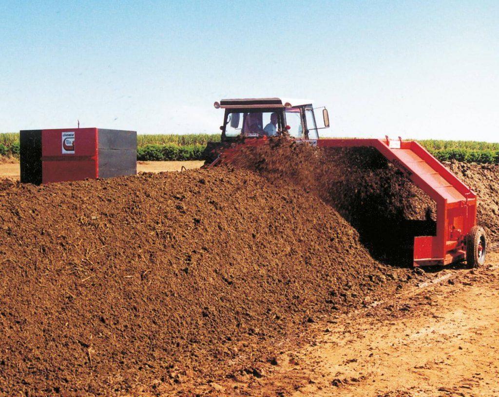 Qual é a origem do resíduo agrícola e quais riscos apresenta?