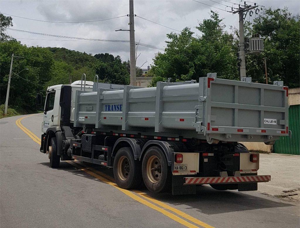 caminhão para transporte de descarte de lodo
