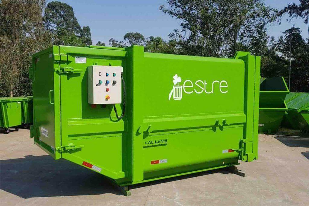 Como funciona um caminhão compactador de lixo?