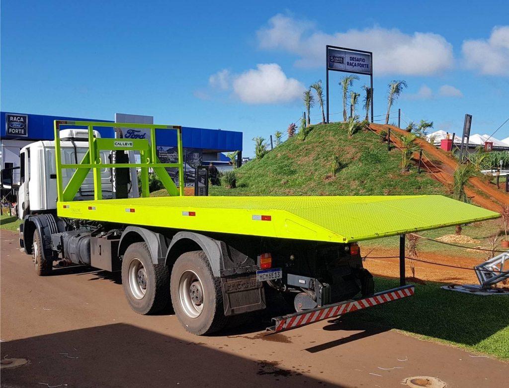 caminhão prancha para transporte de maquinas
